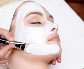 Strahlend schöne Haut dank Gesichtsmaske